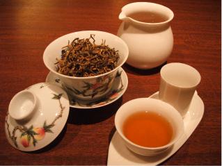 雲南金芽茶