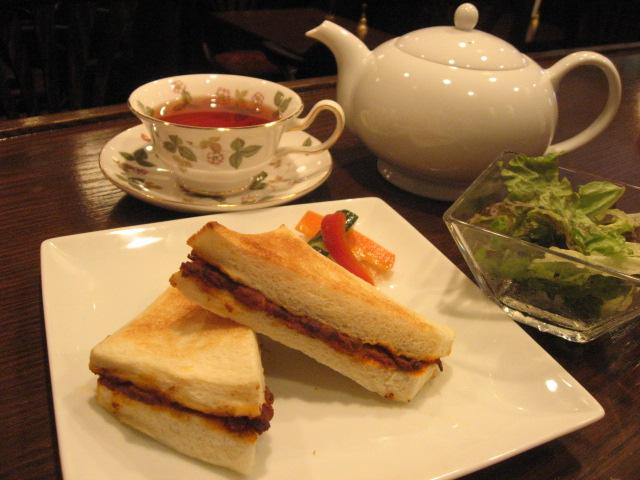 カレーサンドイッチと紅茶のランチセット