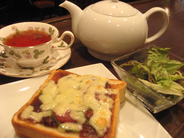 ピザ風トーストと紅茶のランチセット